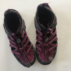 Chaco 8.5 Purple Black Hiking Water Shoe